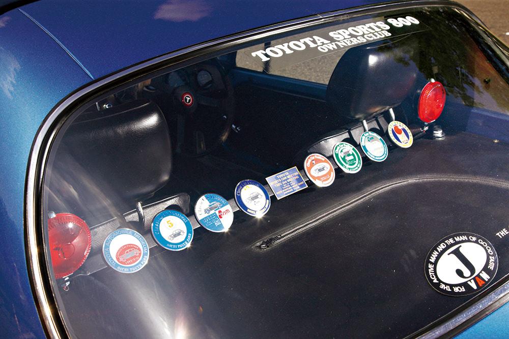 ステッカーの貼られたトヨタスポーツ800