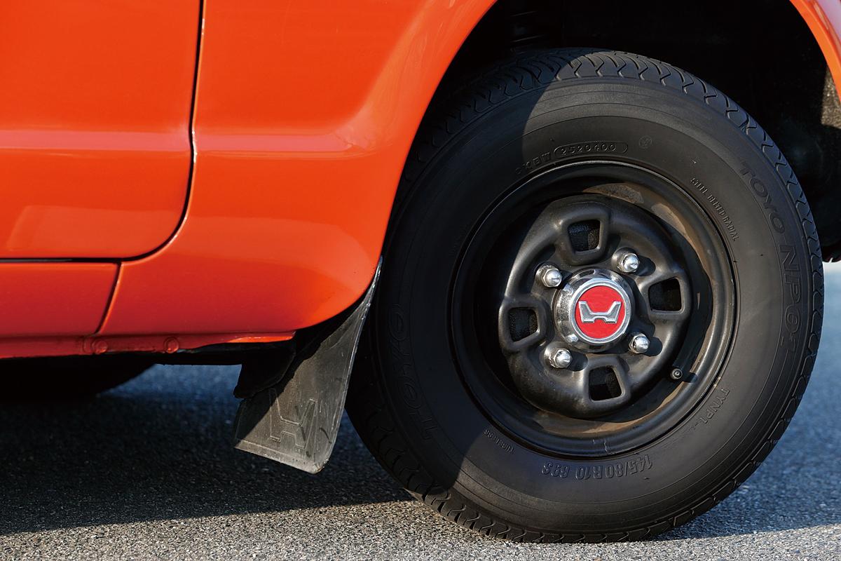 足回り、ブレーキ、ホイールもオーバーホールされているため、旧車ビギナーのオーナーでも、安心してドライブできる。タイヤは、TOYO NP01の145/80R10。